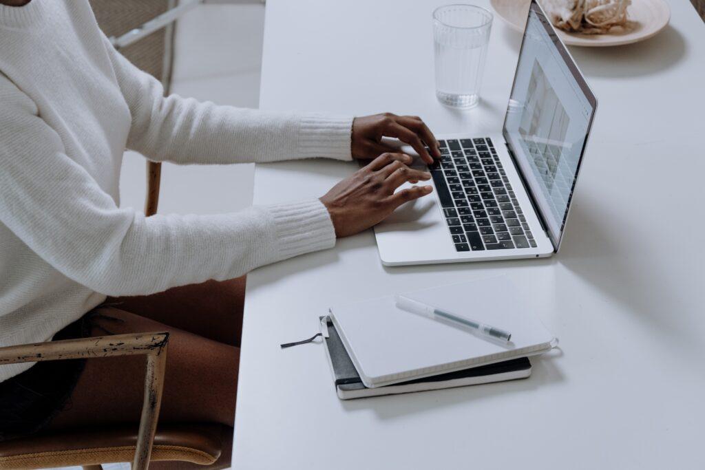 administrative-assistant-Linkedin-headline